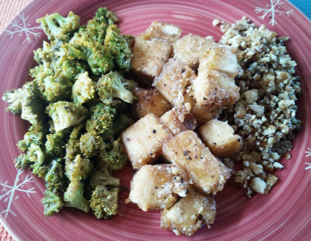crispy tofu with broccoli and cauliflower rice